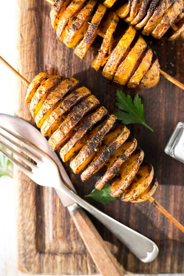 Baked 'Tornado' Potatoes with herbs and spices #vegan #potatoes | via @annabanana.co