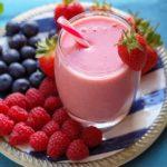 Strawberry and Redcurrant Smoothie | via @annabanana.co