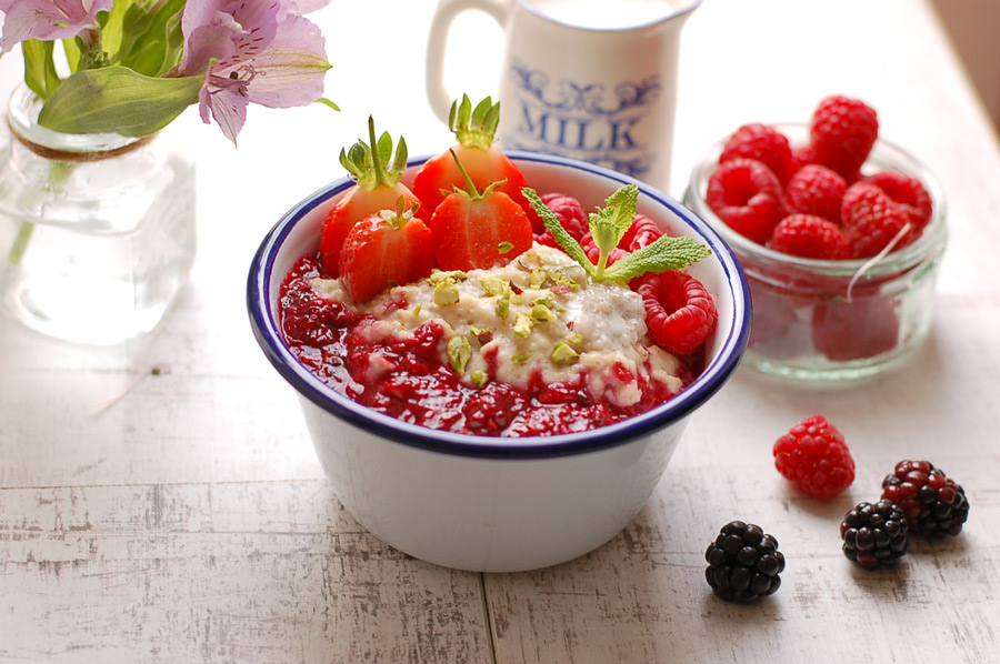 Porridge with Cardamom and Berry Compote