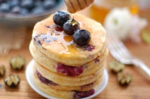 Blueberry Pancakes. Super fluffy, soft, packed with juicy berries. Vegan! | via @annabanana.co