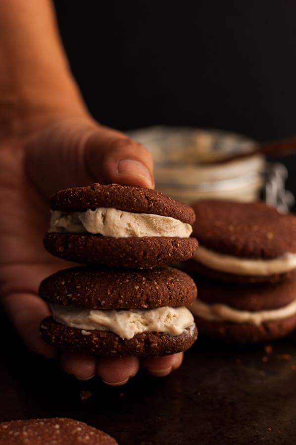 Chocolate Cookies with Cream | via @annabanana.co