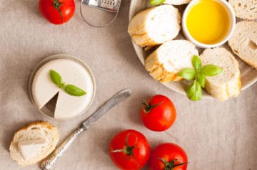 Vegan mozzarella cheese! Delicious, non- dairy alternative for all the cheese lovers. Super yummy and easy to follow recipe! | http://annabanana.co/