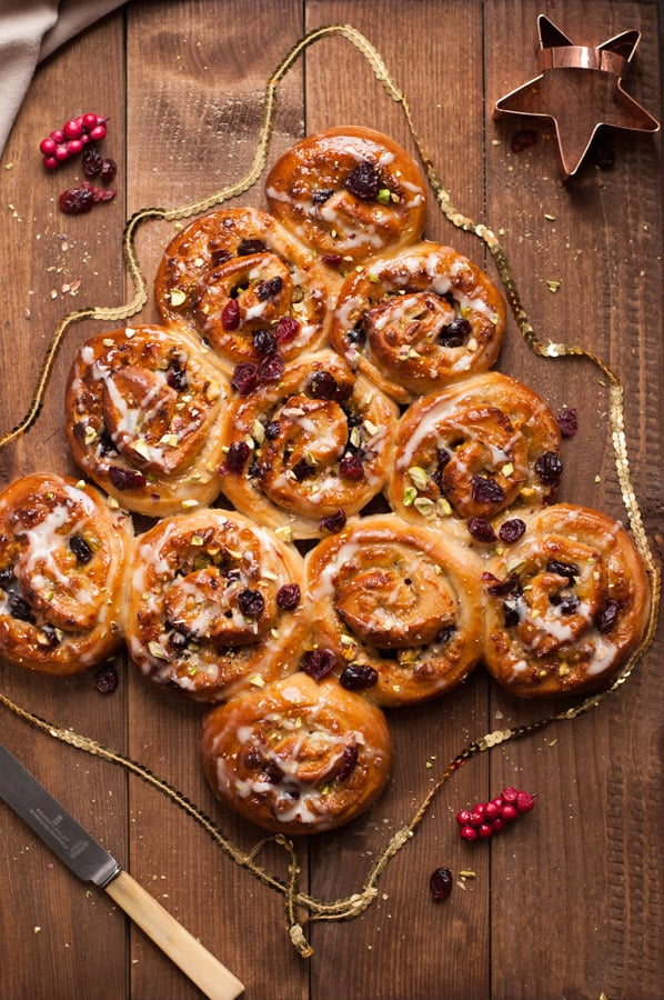 Orange and Cranberry Chelsea bun tree | via @annabanana.co