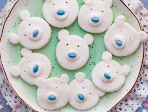 Polar Bear Peppermint Creams. Cute and fun festive treat made with aquafaba | via @annabanana.co