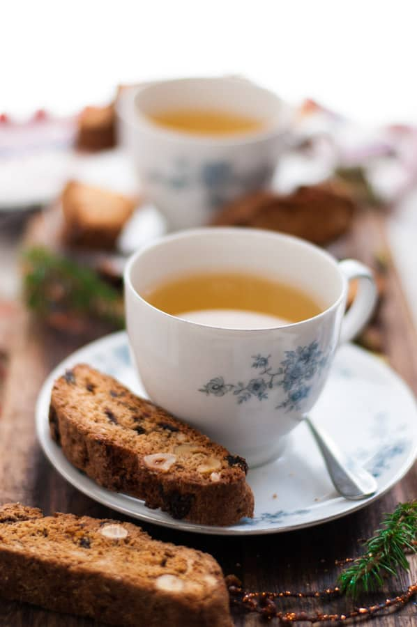 Traditional biscotti with amaretto and cranberries. Ideal festive treat, perfect for dunking in a tea or coffee! | via @annabanana.co