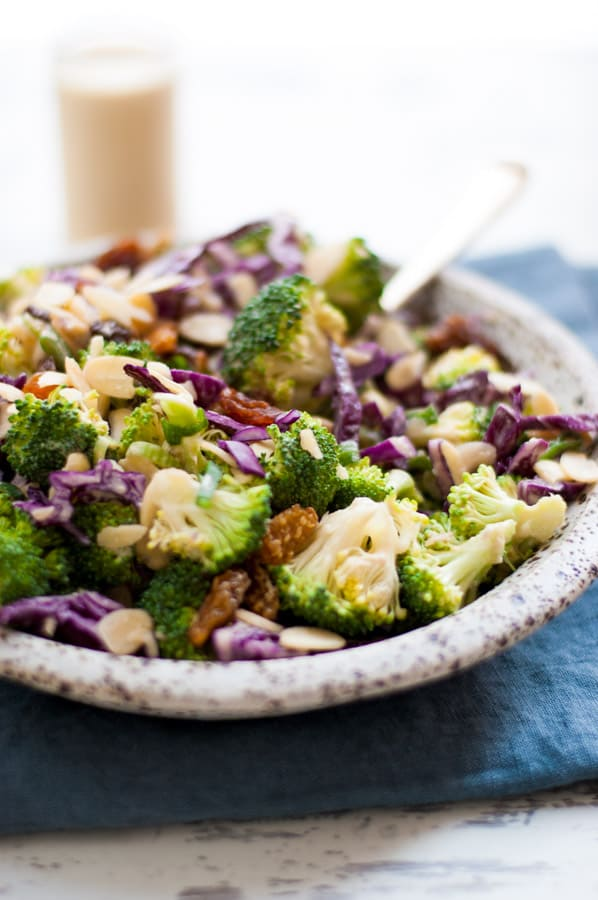 Super crunchy broccoli salad with creamy cashew dressing. Easy, fresh salad, ready in just 15 minutes, packed with healthy stuff! | via @annabanana.co