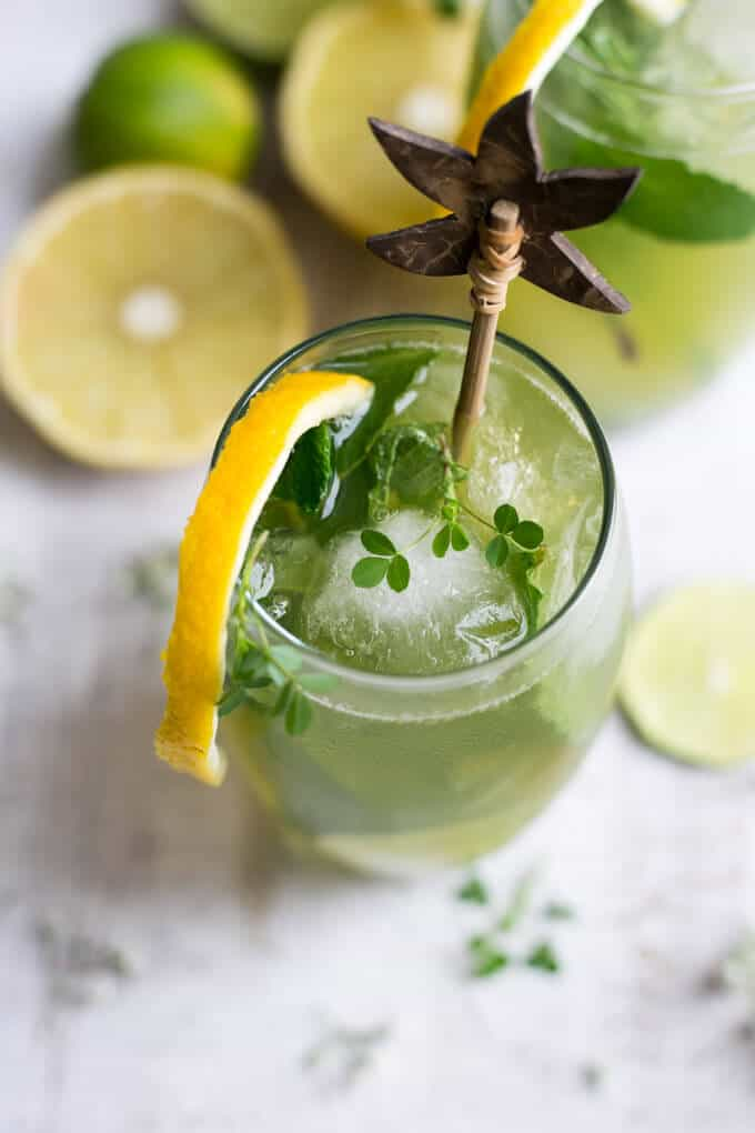 Super fragrant bergamot mojito recipe. Made with fresh mint and Sorrento lemons | via@annabanana.co