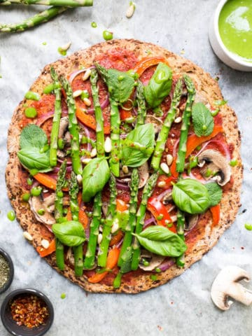 Cauliflower Pizza Crust topped with asparagus | via @annabanana.co