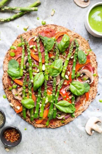 Cauliflower Pizza Crust topped with asparagus | via @annabanana.co