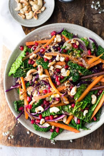 Super clean quinoa stir fry with cashews and vegetables, great for lunch or dinner! | via @annabanana.co
