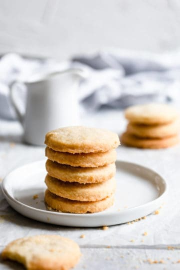 5 cookies in a stack on a small plate