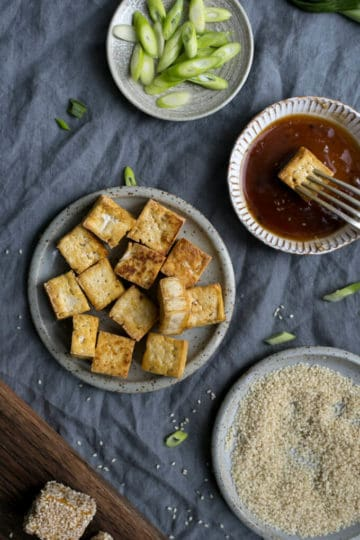 Sticky tofu in sesame seeds, served with soba noodles and zucchini | via @annabanana.co