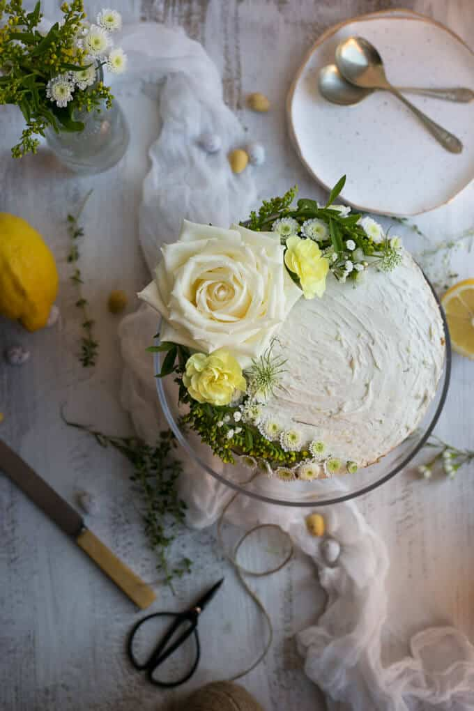 Delicious Vegan Lemon and Thyme Sponge Cake | via @annabanana.co