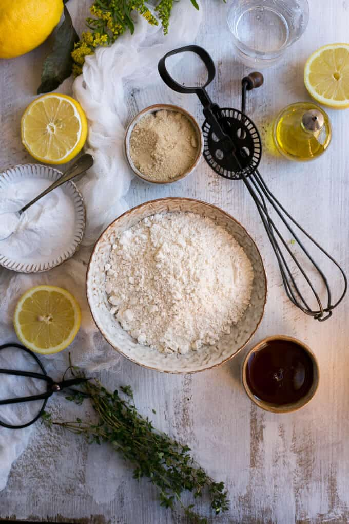 Light and sweet vegan lemon cake infused with thyme | via @annabanana.co