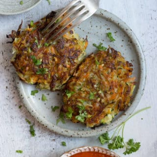 Easy Recipe for Vegetable Fritters with smoky tomato salsa dip | via @annabanana.co