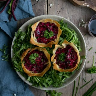 Beetroot tarts with cream cheese and chives