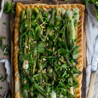 Charred asparagus tart with baby leeks, peas, pea shoots and fresh herbs | via @annabanana.co