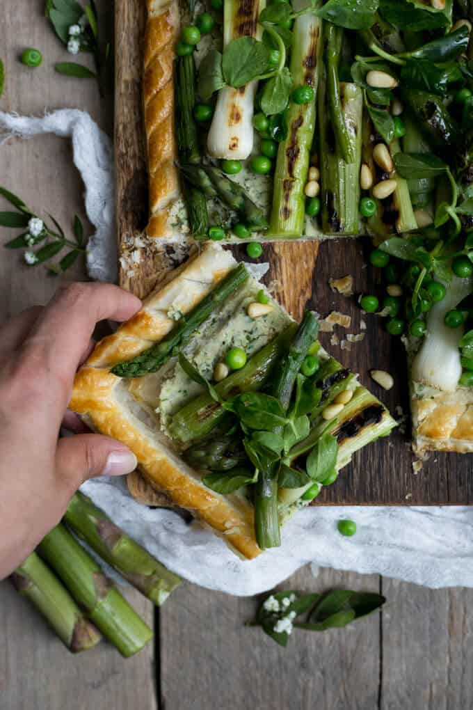 Charred asparagus tart made with butter bean paste and spring greens | via @annabanana.co