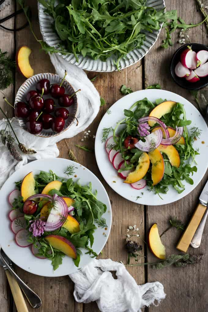 Peach salad with fresh dill and balsamic dressing | via@annabanana.co