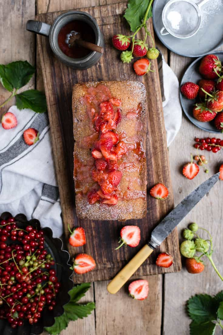 Delicious strawberry cake, made with juicy summer fruit and topped with sweet drizzle | via @annabanana.co