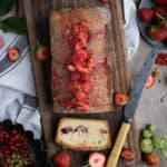Strawberry summer cake packed with juicy summer fruit | via @annabanana.co
