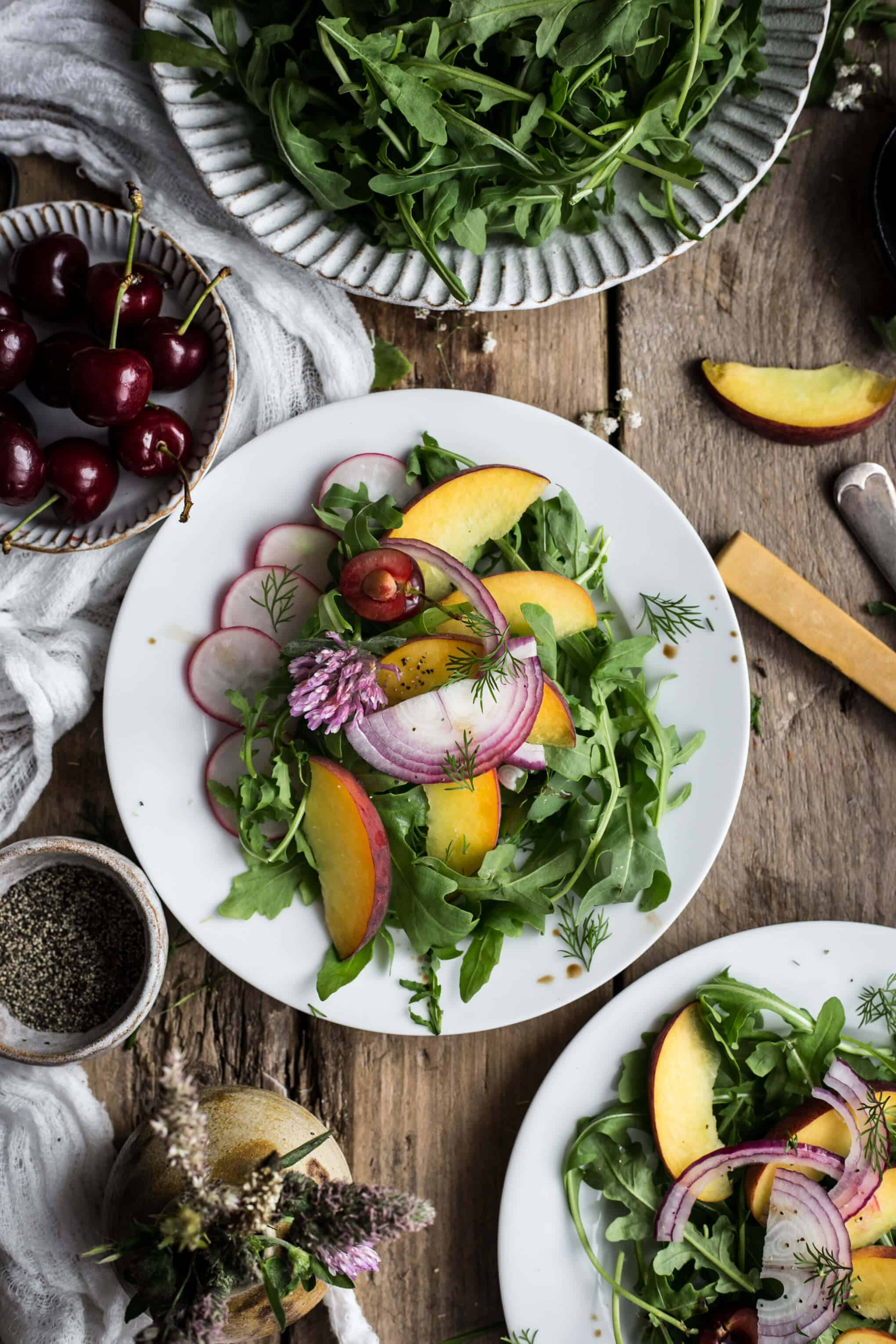 Peach and rocket salad with dill | via @annabanana.co