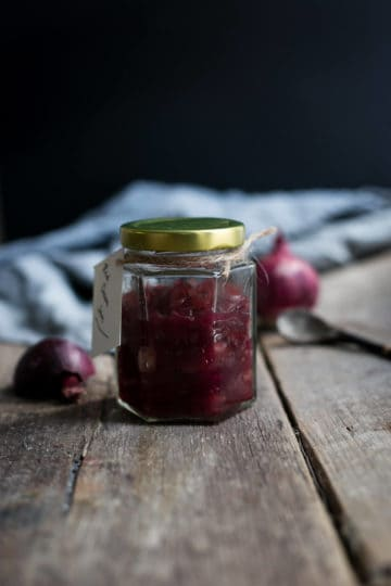 Delicious and easy recipe for red onion jam | via @annabanana.co