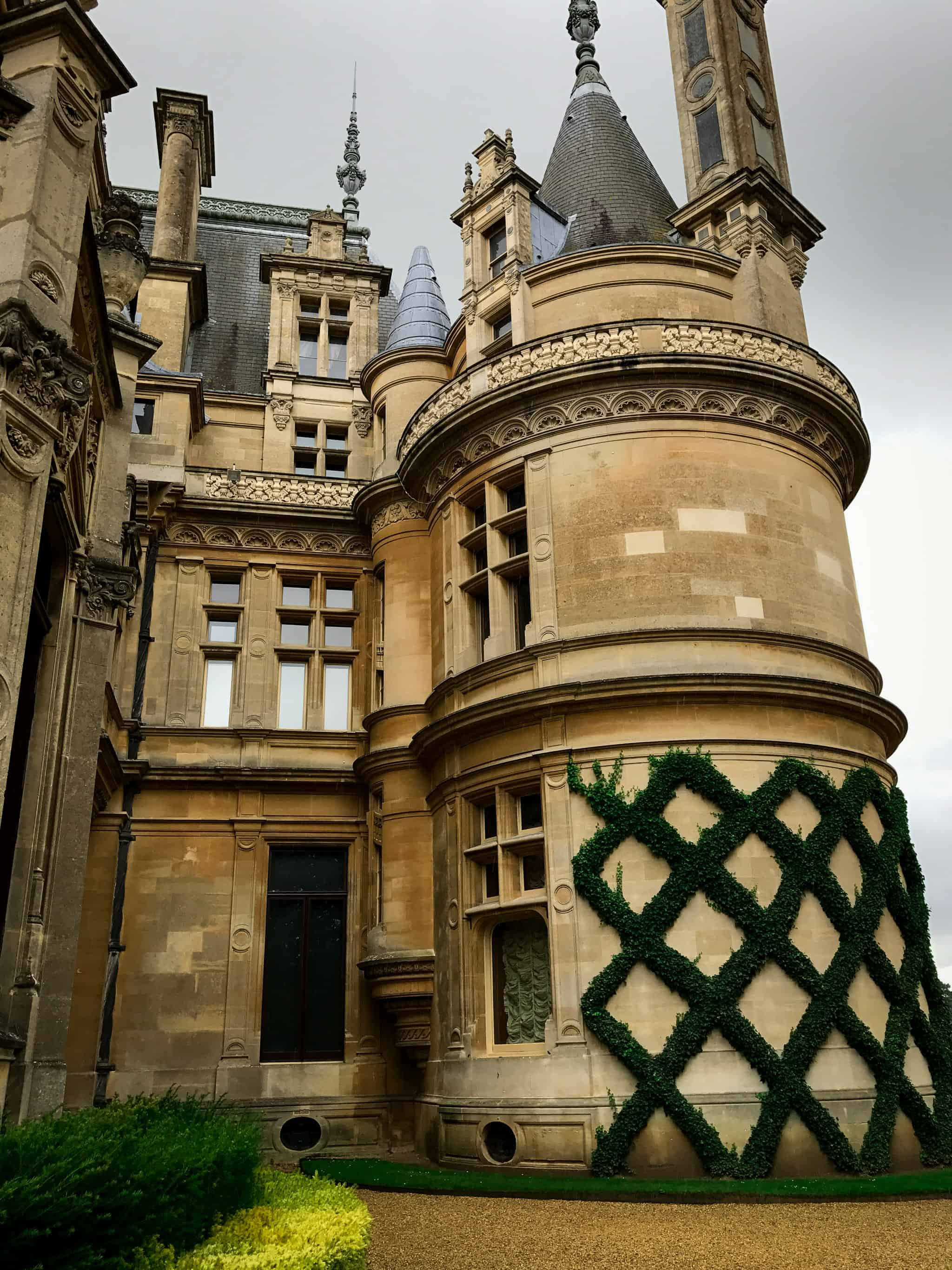 Impressive Waddesdon Manor House in Buckinghamshire | via @annabanana.co