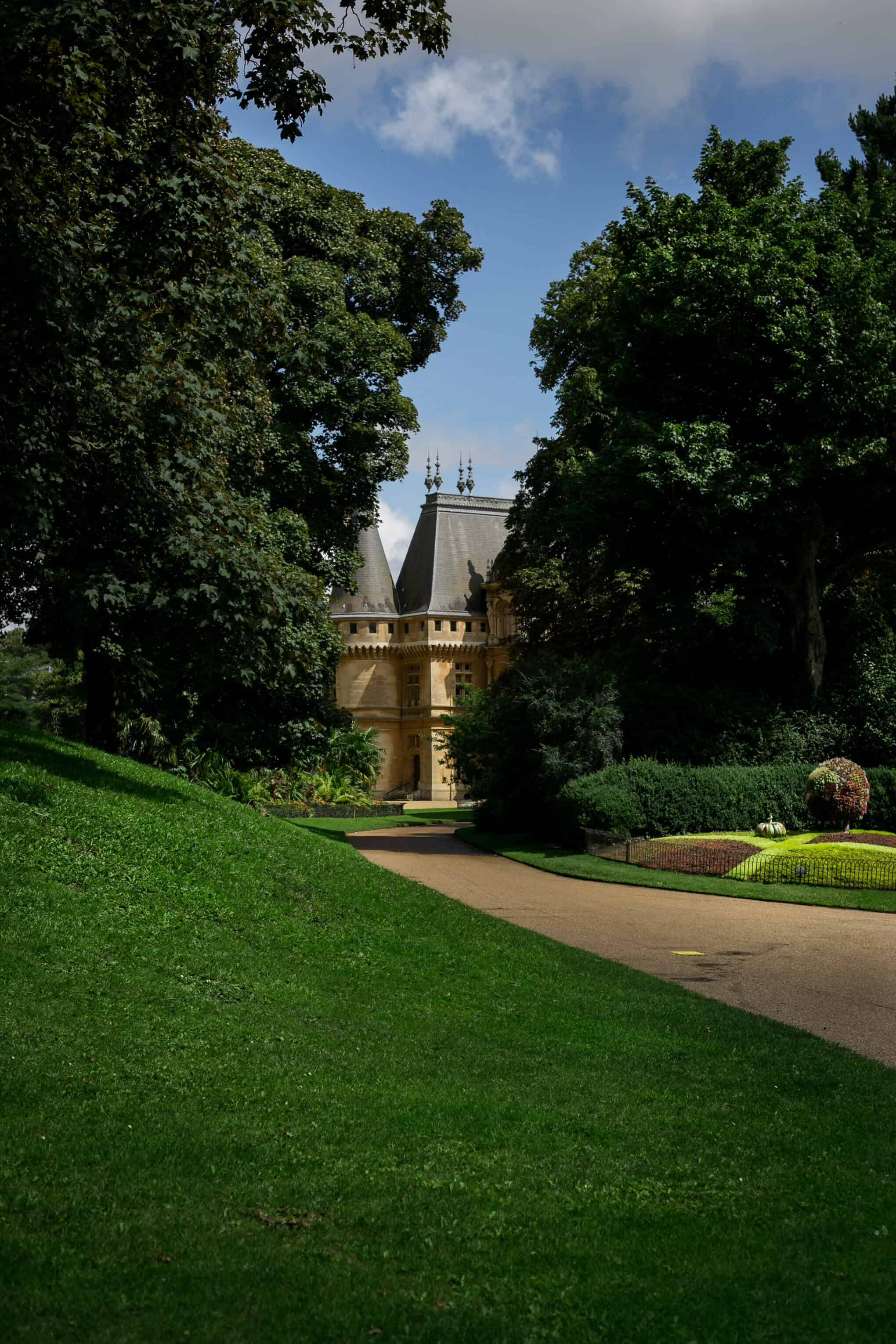 Waddesdon Manor House and gardens in Buckinghamshire | via@annabanana.co