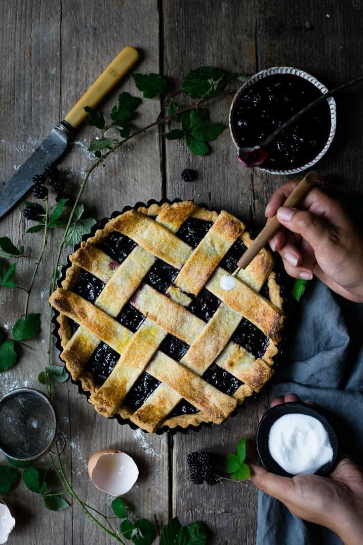 Beautiful blackberry jam lattice tart recipe. Delicious, sweet tart filled with quick, homemade blackberry jam | via @annabanana.co