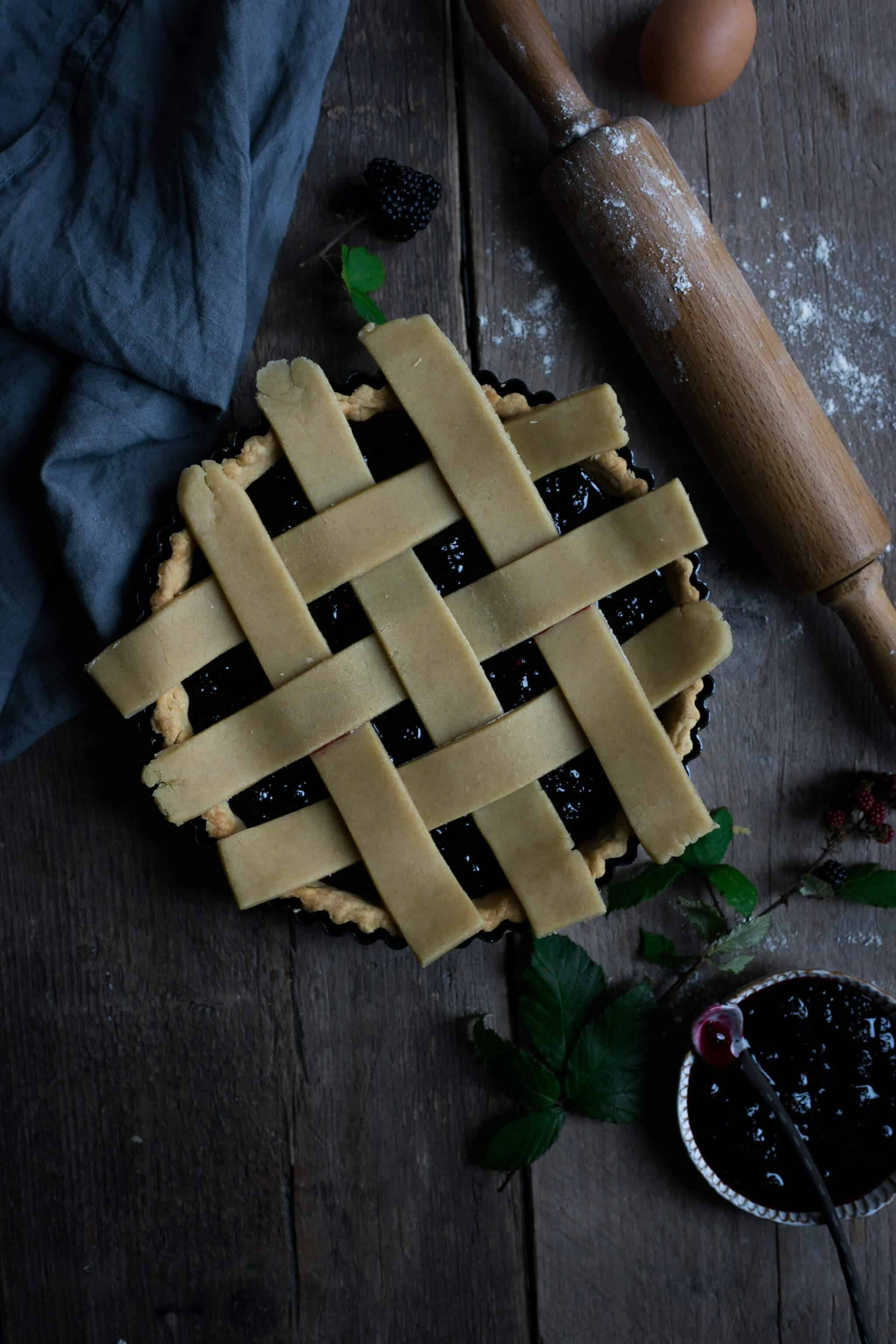 Lattice tart filled with homemade blackberry jam | via @annabanana.co
