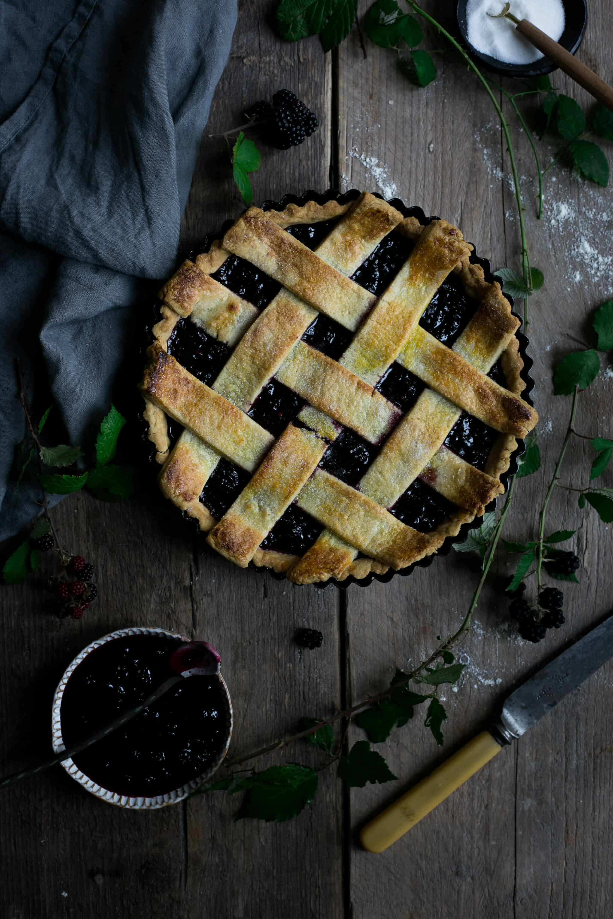 Homemade blackberry and lattice tart | via @annabanana.co