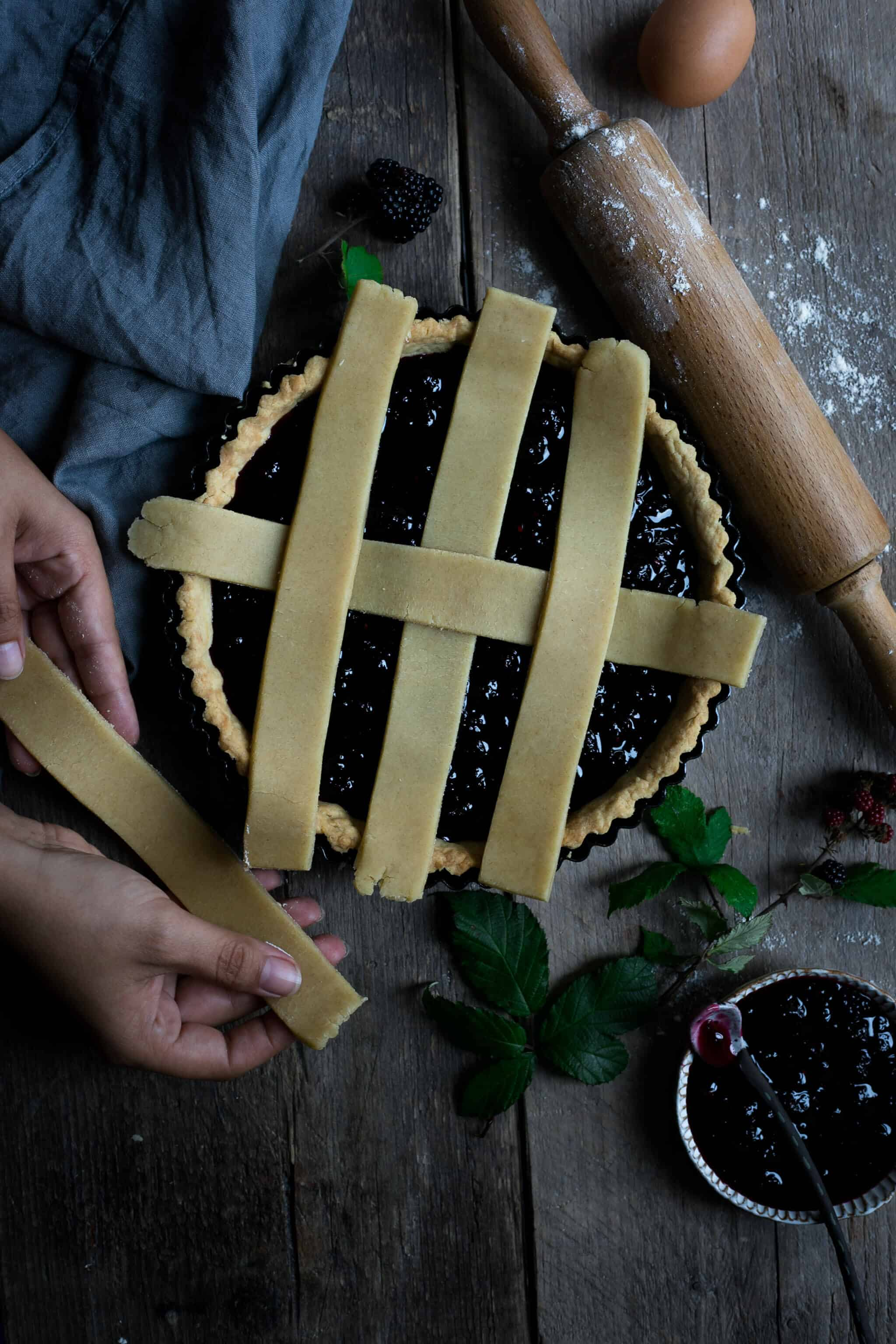 Homemade blackberry jam lattice tart | via @annabanana.co