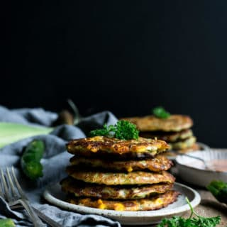 Courgette and sweetcorn fritters served with spicy Sriracha dip | via @annabanana.co
