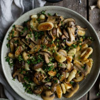 Vegan Mushroom gnocchi with Thyme | via @annabanana.co