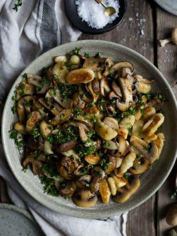 Vegan Mushroom gnocchi with Thyme | via @annabanana.co