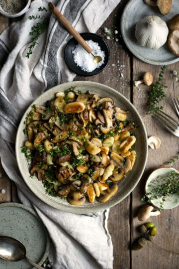 What's in season now? November produce guide with best recipes to try #vegan #vegetarian #recipes   via @annabanana.co