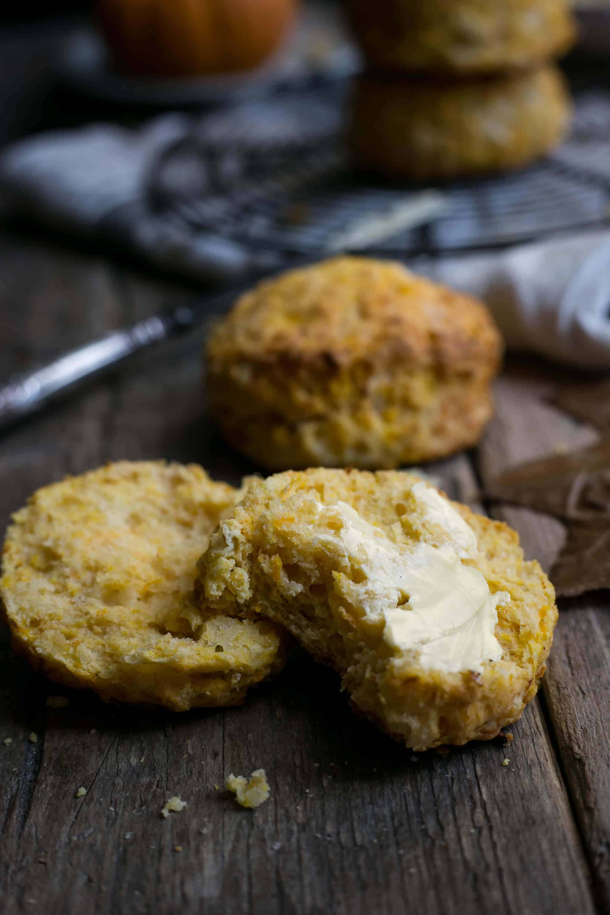 Savoury scones with pumpkin and cheese. Delicious traditional scones with the seasonal twist #pumpkin #scones   via @annabanana.co