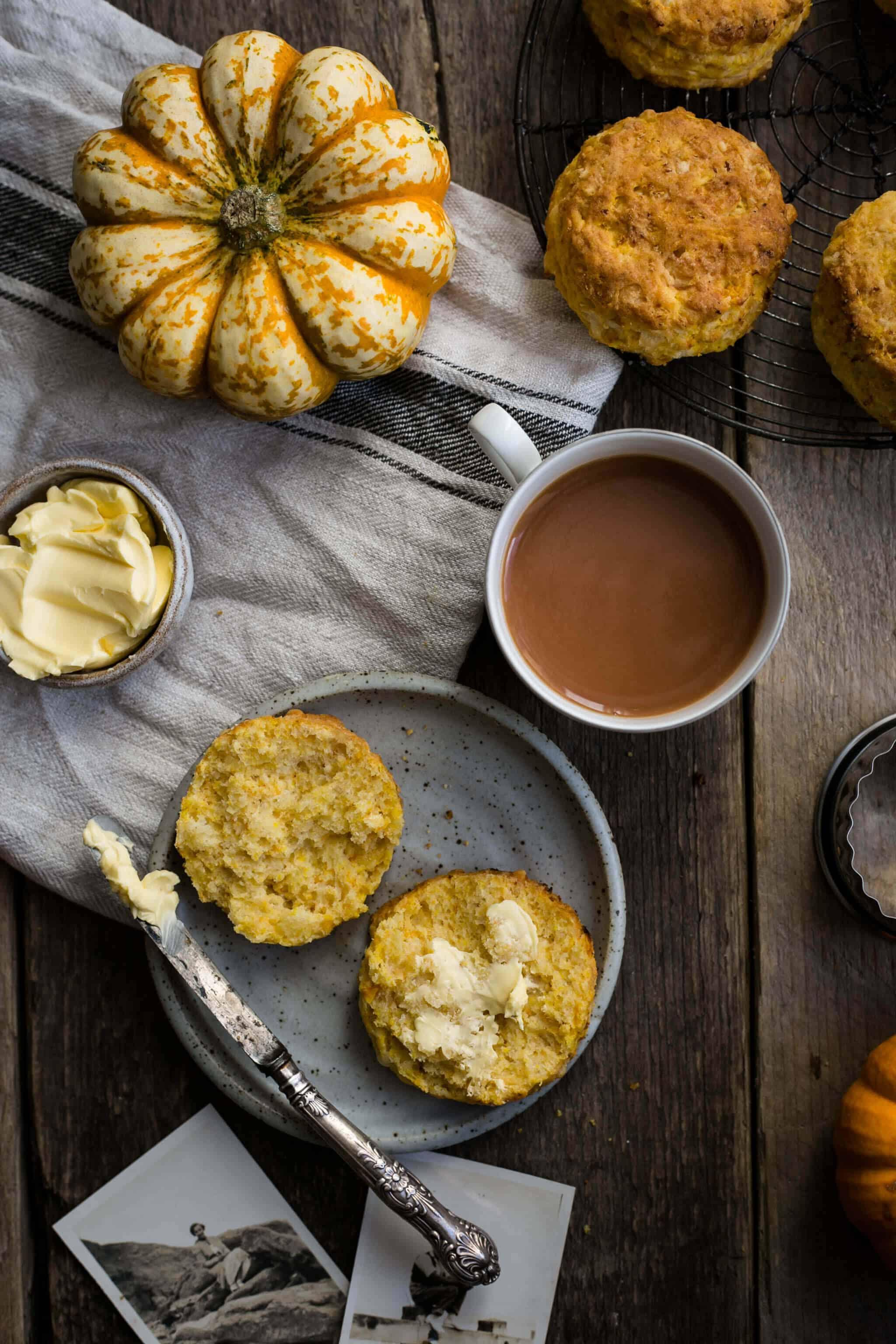 Easy pumpkin scones recipe   via @annabanana.co