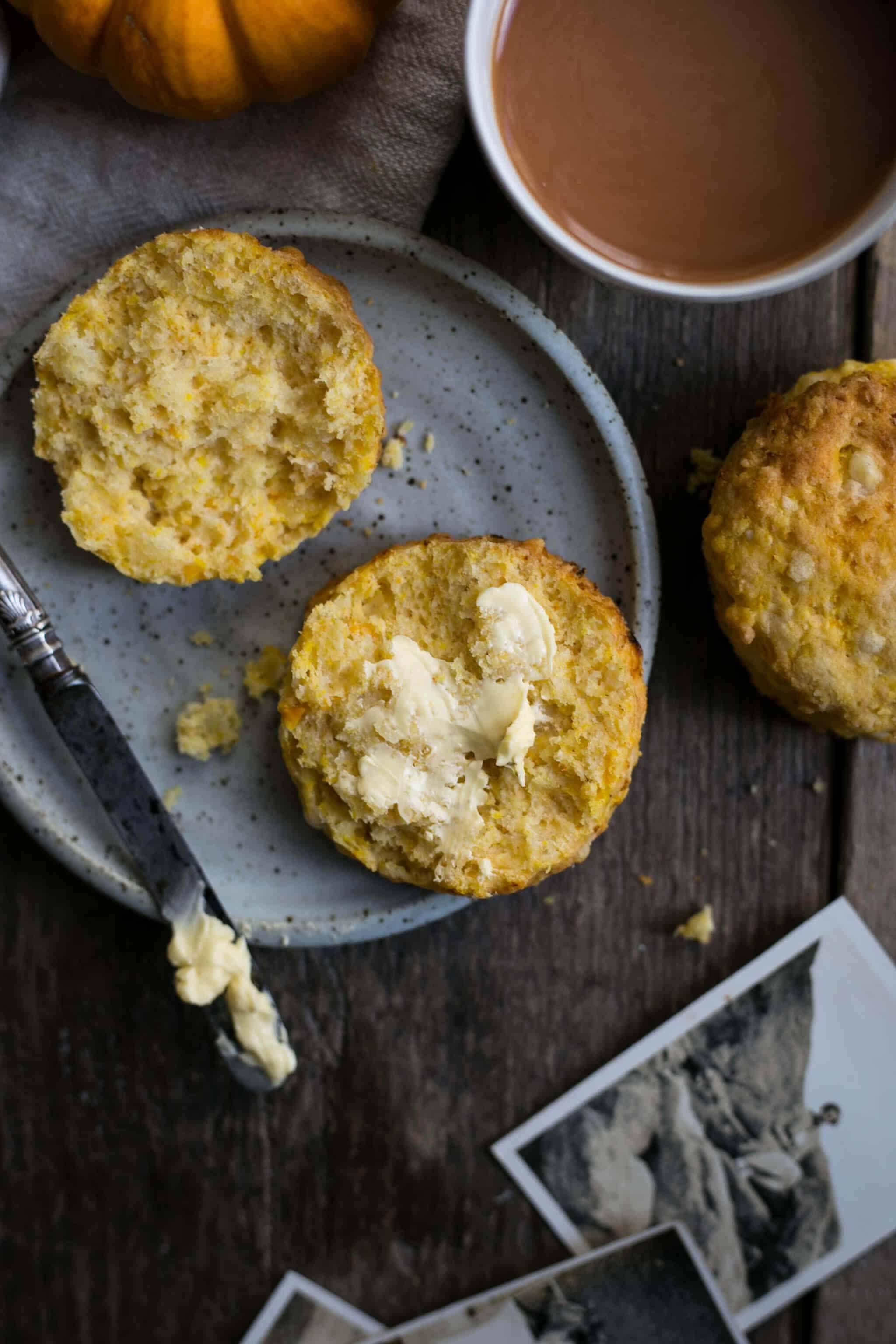 Super easy pumpkin scones recipe. Delicious savoury version of the classic scone #vegan #scones   via @annabanana.co