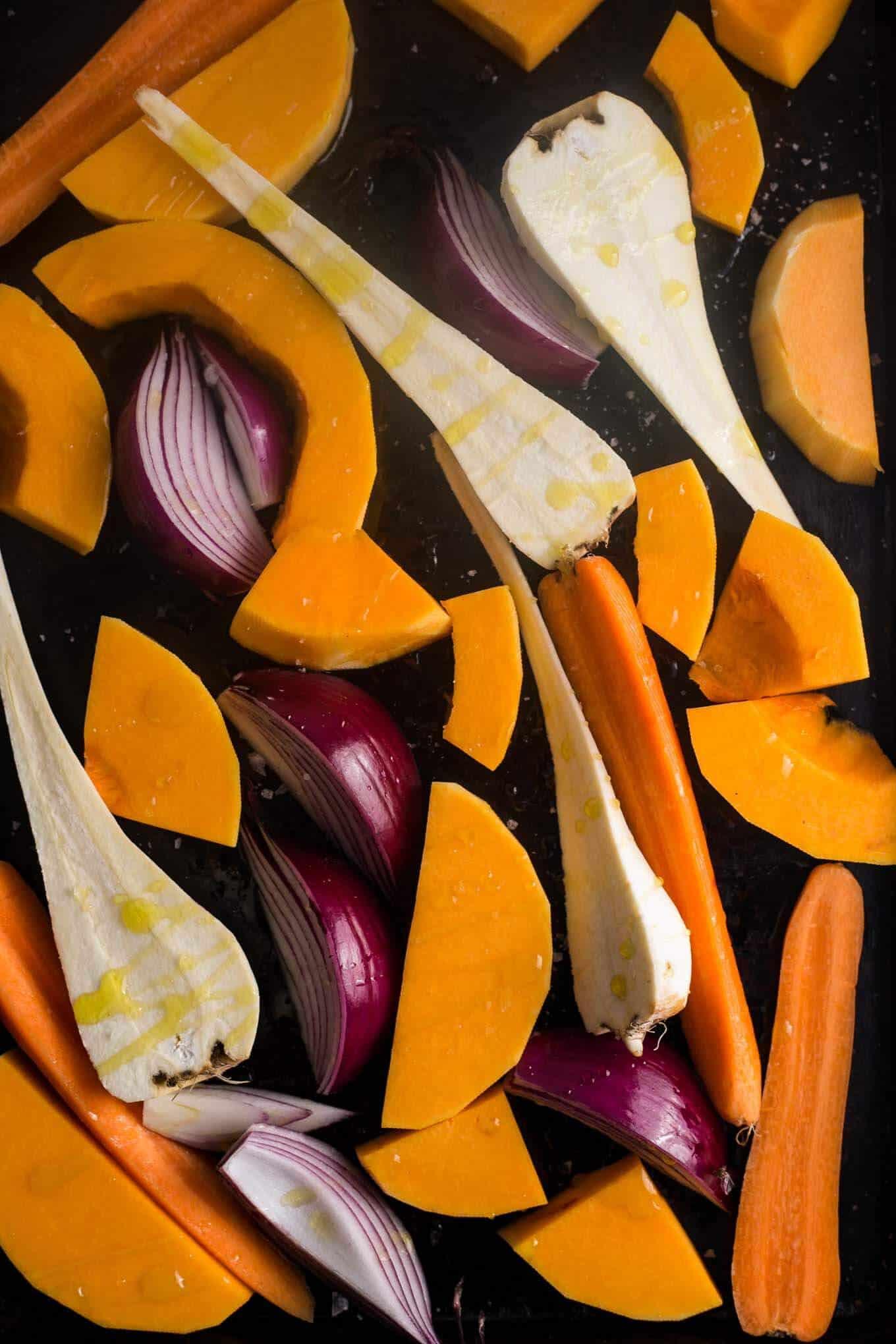 Goyoza dumplings with #pumpkin and root vegetables filling #vegan | via @annabanana.co