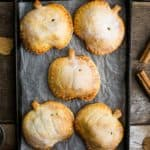 Spiced Apple and pumpkin hand pies, perfect for Halloween treat! #vegan #halloween   via @annabanana.co