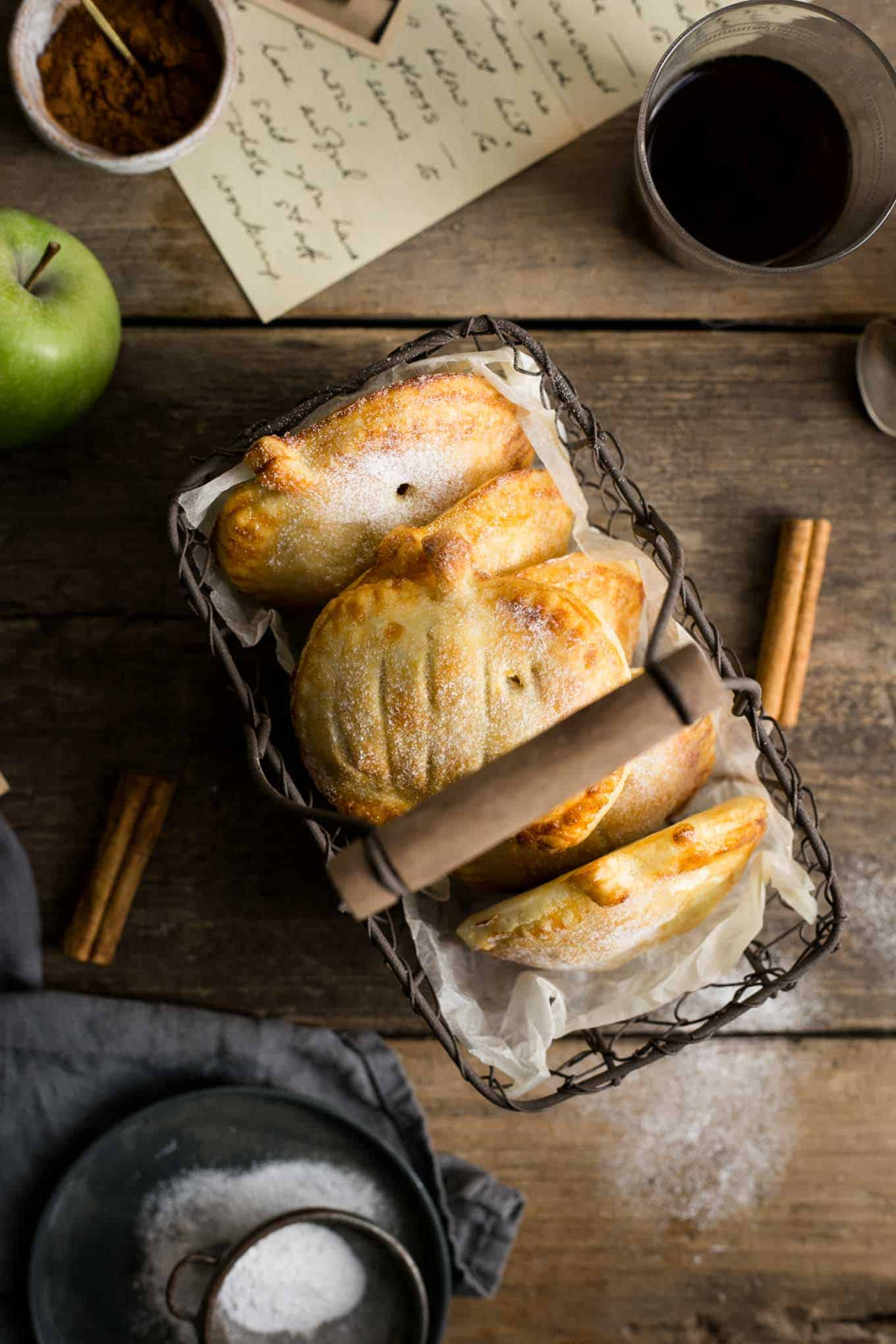 Home made spiced apple and pumpkin mini-pies #vegan #pumpkin | via @annabanana.co