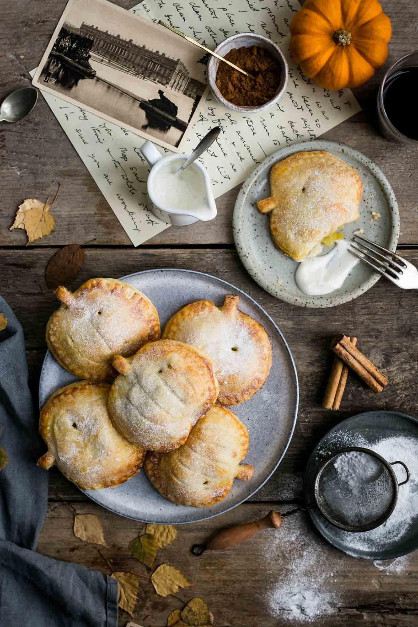 Spiced apple and pumpkin mini- pies #vegan #vegetarian   via @annabanana.co