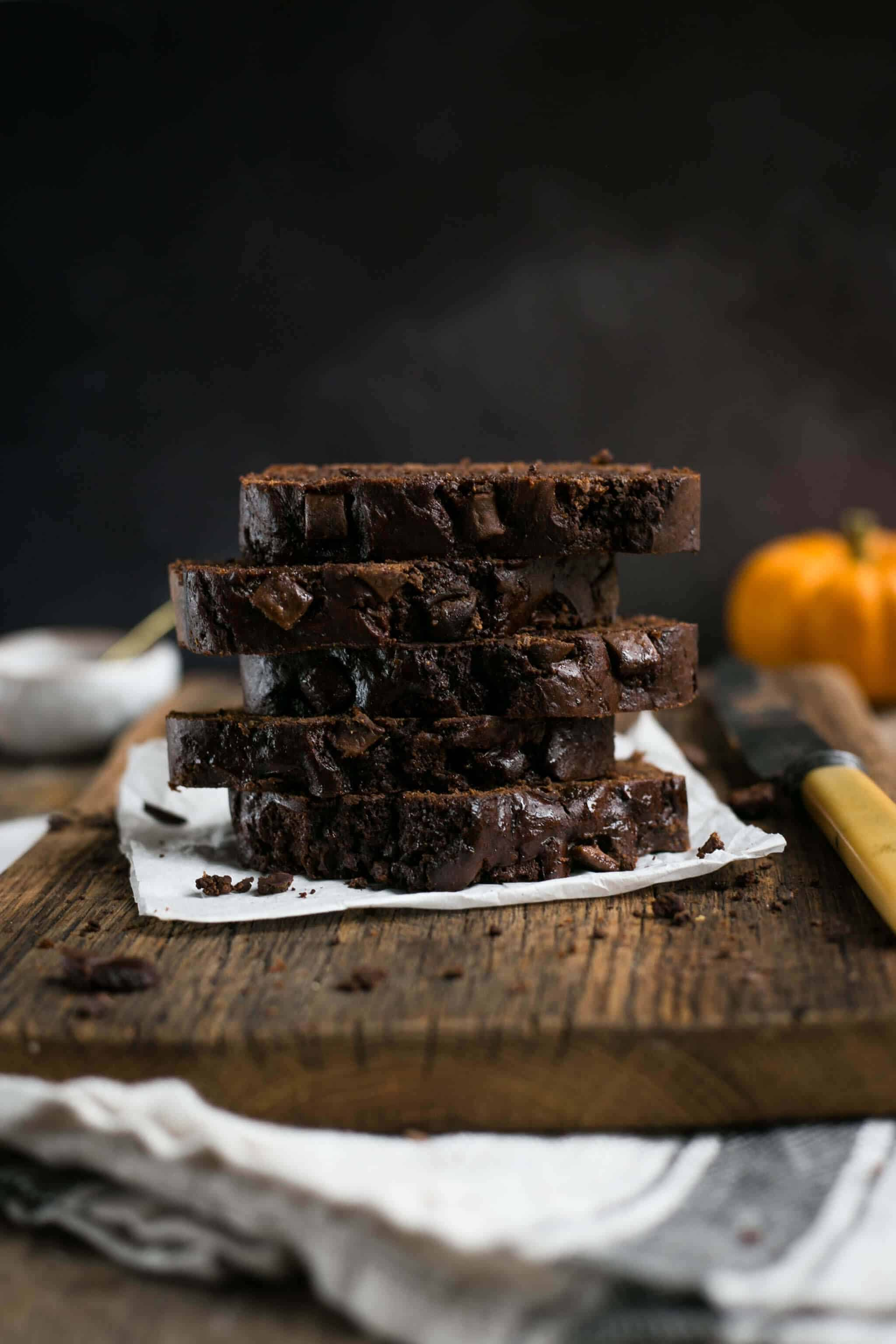 Spiced pumpkin chocolate bread recipe. Super decadent chocolatey goodness! #pumpkin bread #vegan | via @annabanana.co