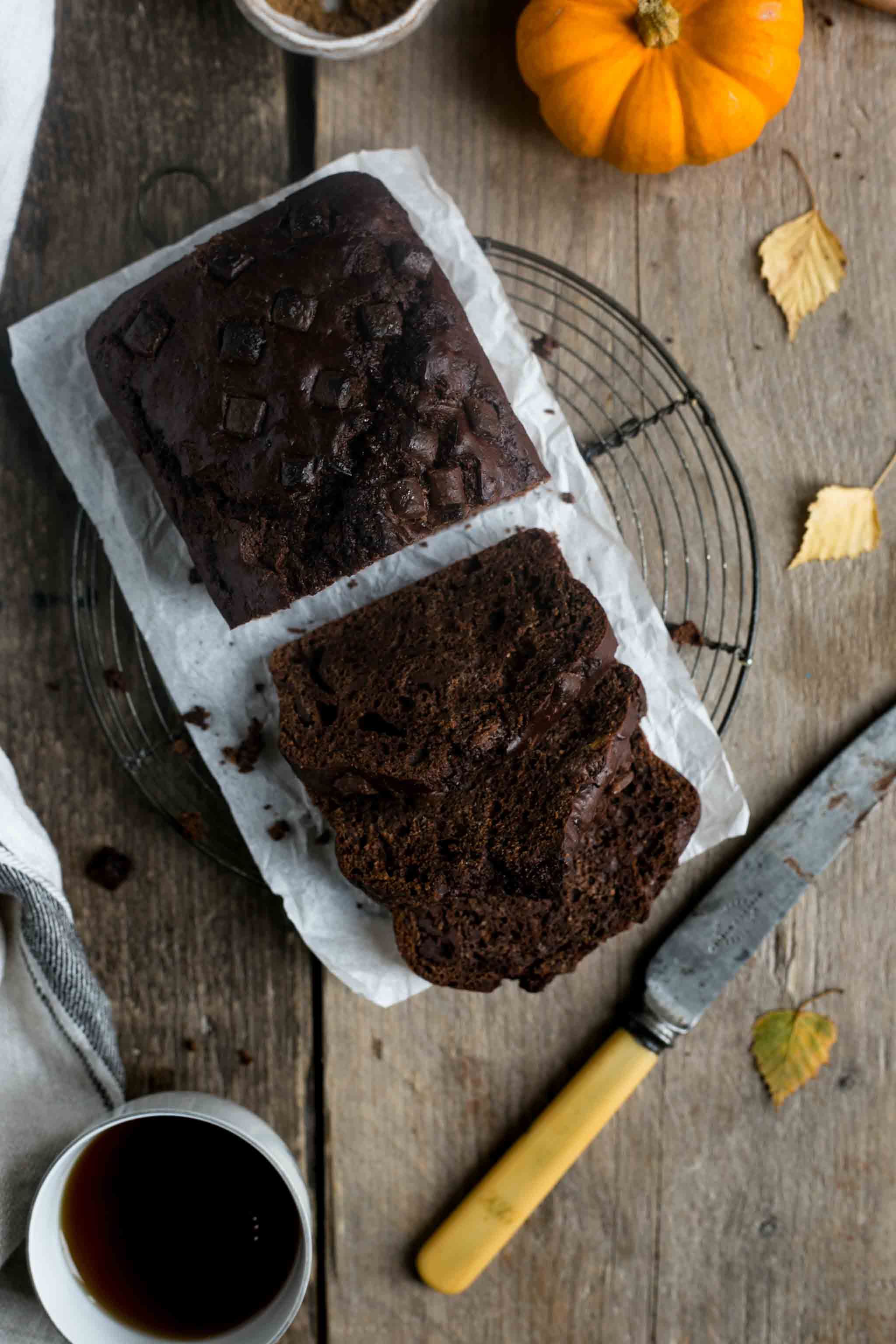 Utterly delicious spiced pumpkin chocolate bread #vegan #pumpkin bread | via @annabanana.co