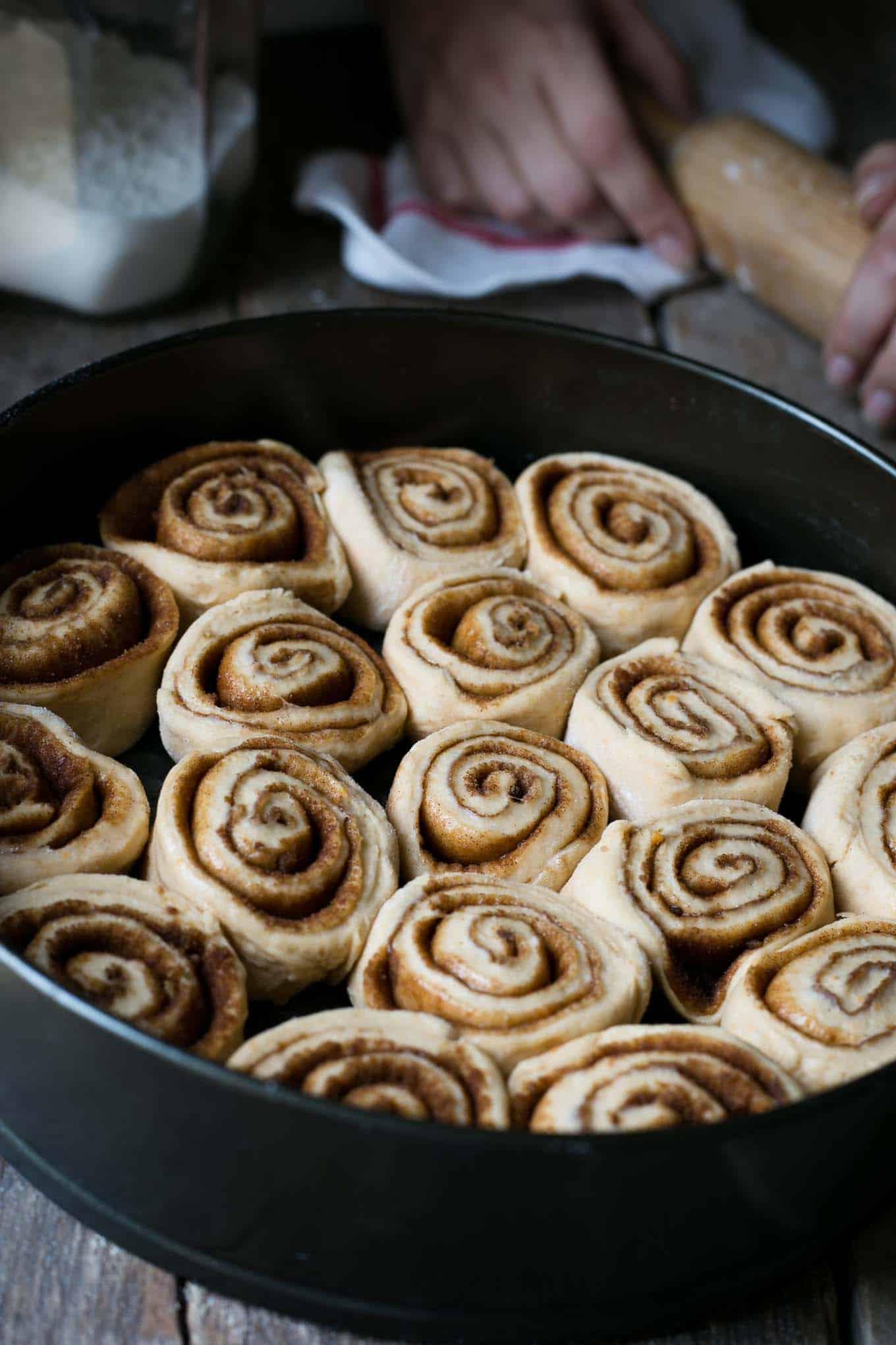 Utterly delicious and super fluffy sweet potato cinnamon rolls! #vegan #cinnamonrolls #dairyfree | via@annabanana.co