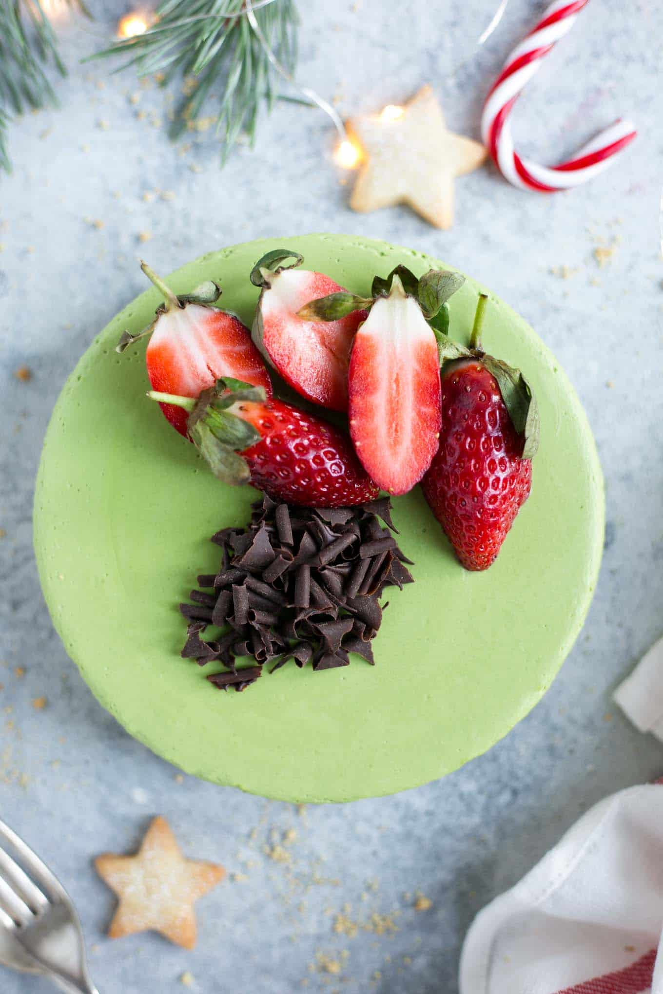The creamiest matcha and ginger cheesecake! Soft and velvety texture, delicious and easy to make! #cheesecake #vegan #matcha #dairyfree | via @annabanana.co