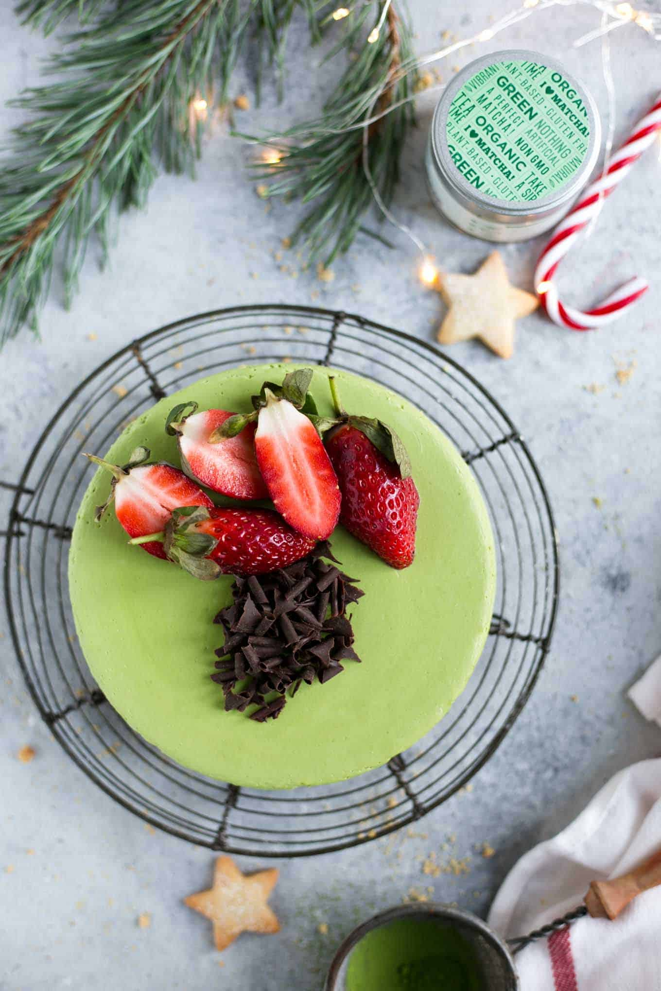 Matcha cheesecake with ginger flavoured base, super creamy and smooth cake made with green matcha tea! #vegan #dairyfree #cheesecake #matcha | via @annabanana.co