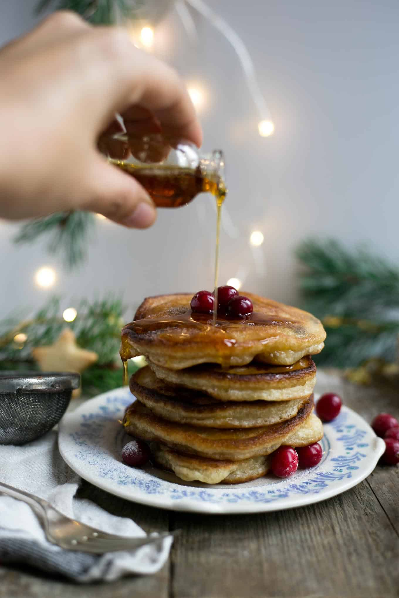 Rum & raisin pancakes, ultimate breakfast for #Christmas morning! #vegan #dairyfree #pancakes | via @annabanana.co